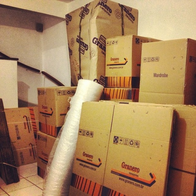 Your Guide To Purchasing And Moving Property - packing up a house image