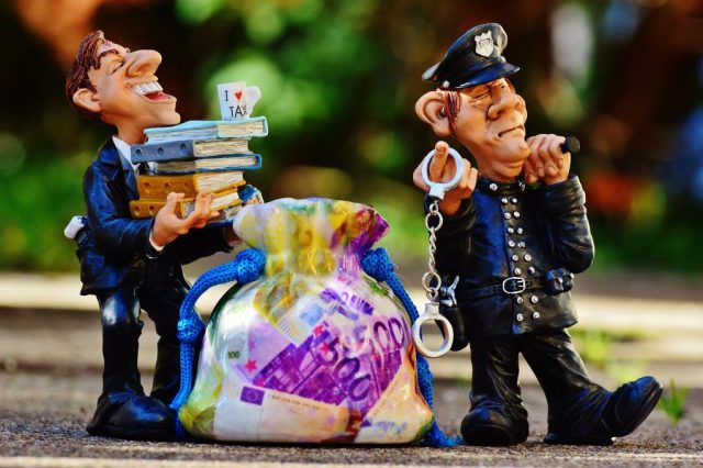 Fraud-Busting Ways to Protect Your Business - cops and robbers