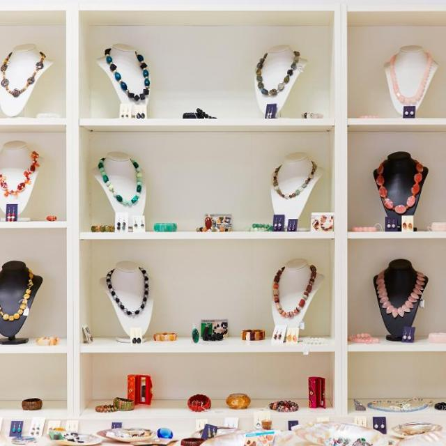 Getting the Price Right: 7 Smart Tips You Need to Know When it Comes to Selling Jewelry Online - online jewellery shop image