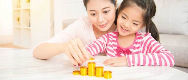 mother and daughter counting coins - financial education image