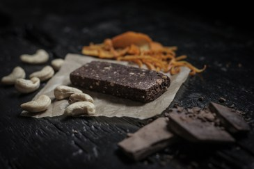 SENS-cricket-ENERGY_bar-dark_chocolate-orange(2closeup)