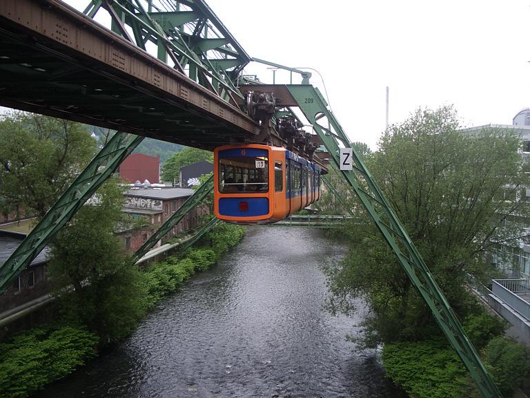Wuppertal_Schwebebahn_suspension_railway