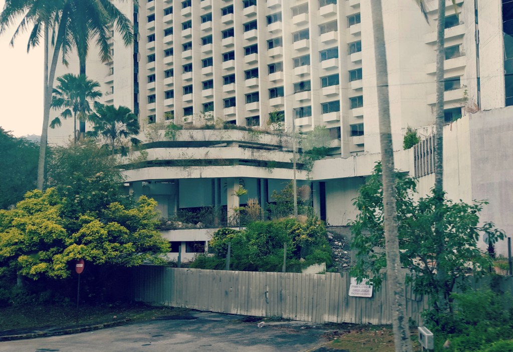 Mutiara Beach Resort: abandoned, derelict, desperately tempting