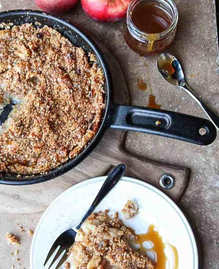 Apple crisp in a pan