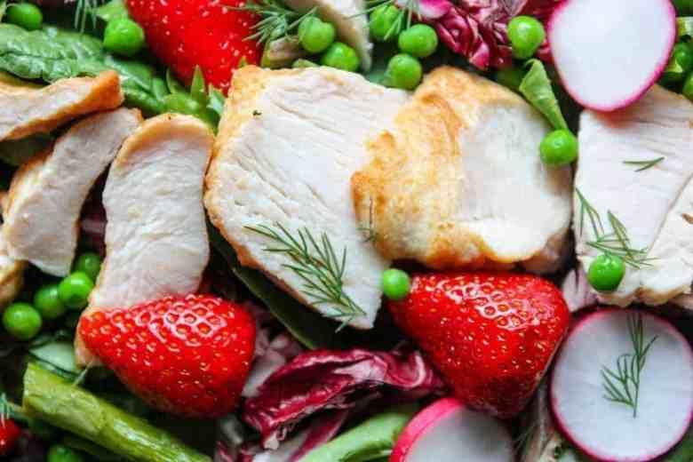 salad with chicken, strawberries, asparagus, peas an radish