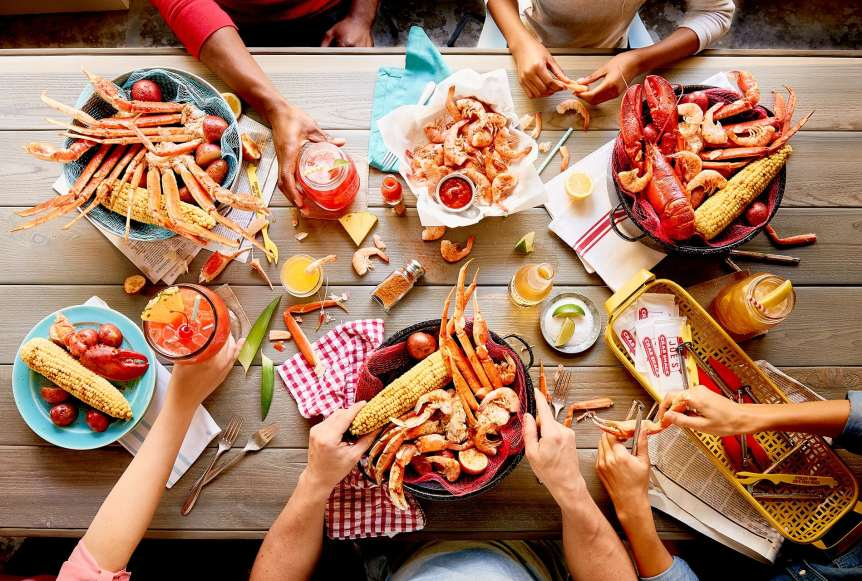 Joe's crab shack, commercial food photography, advertising, shrimp, beer, drinks, seafood, people, lifestyle, food styling, prop styling, Ralph Smith Food Beverage Photography