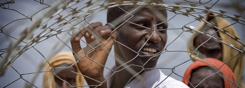 Somali refugees wait to register at the Dadaab refugee camp in Kenya [© Kate Holt/IRIN]