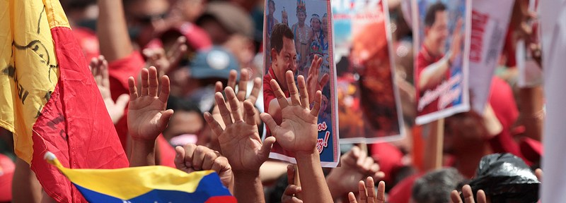 Thousands of supporters turned out on the 10th January to celebrate President Hugo Chávez's inauguration in Caracas. Chávez, however, did not attend, instead remaining in Cuba for medical treatment. [Chavezcandanga]