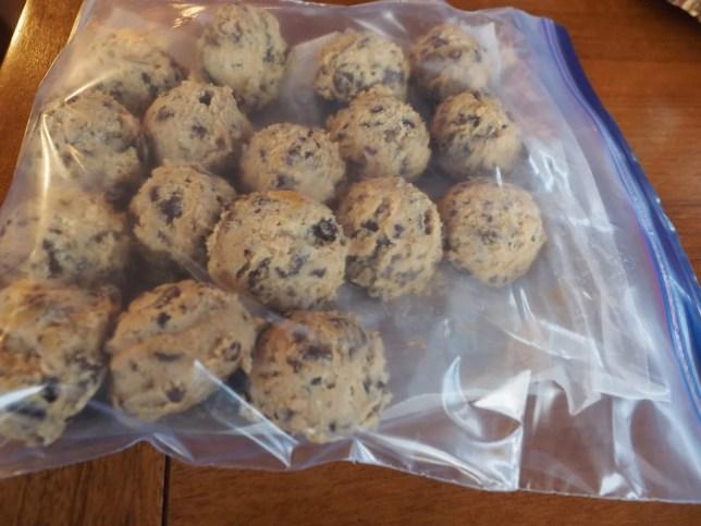 frozen cookie dough chocolate chip cookies | www.thefreshcooky.com