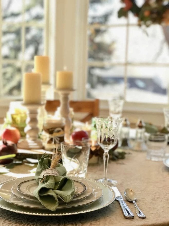Beautiful, simple, natural Thanksgiving tablescape. Using items found around your home, from the grocery store or from your yard! I love the simplicity of this tablescape. #thefreshcooky #thanksgivingtablscape #naturaltablescape #frugal #cheap #DIYtablescape #thanksgiving #christmastablescape #beautiful #easy #simple