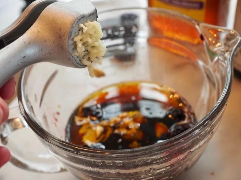 Blackberry Grilled Chicken Salad | www.thefreshcooky.com #freshsalad #springsalad #blackberrys #friedgoatcheese