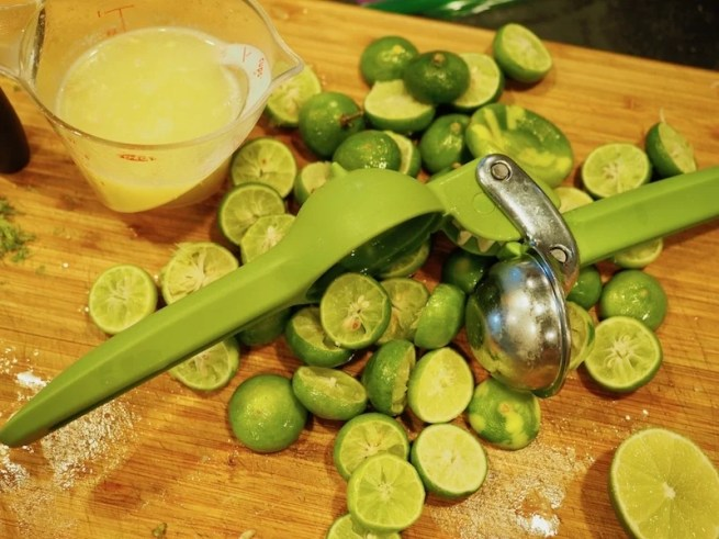 pile of limes and juicer | www.thefreshcooky.com