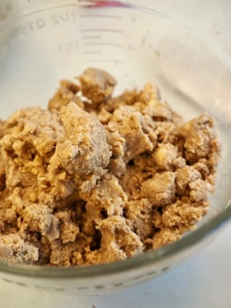 crumb topping, brown sugary, buttery, delicious | www.thefreshcooky.com