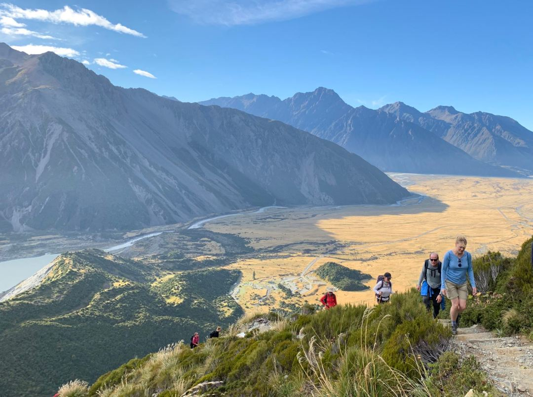 Hiking up to Sealy Tarns