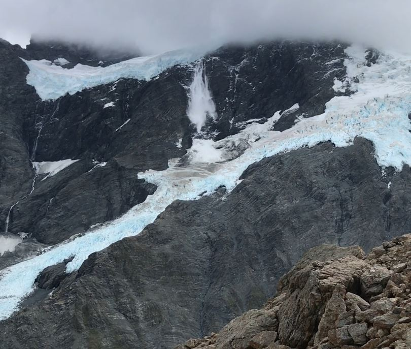 Avalanche from Sealy Tarns
