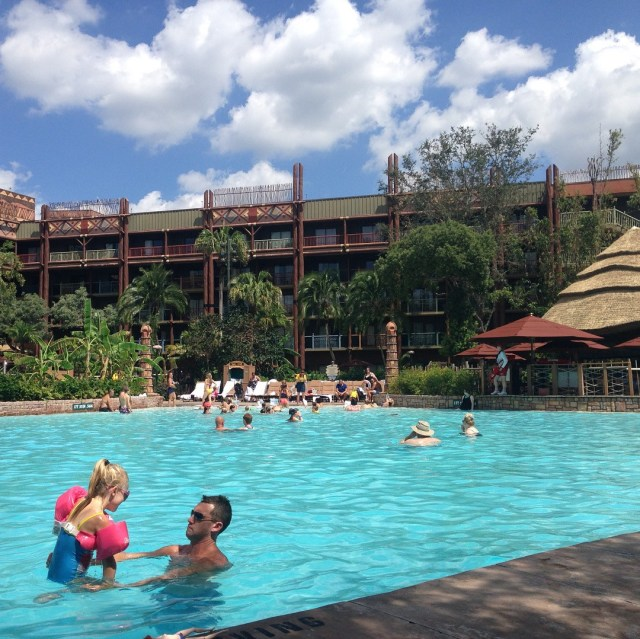 An overview of the amazing FREE resort activities at Disney's Animal Kingdom Lodge! Cookie decorating, face painting, tours, and more, all for free!