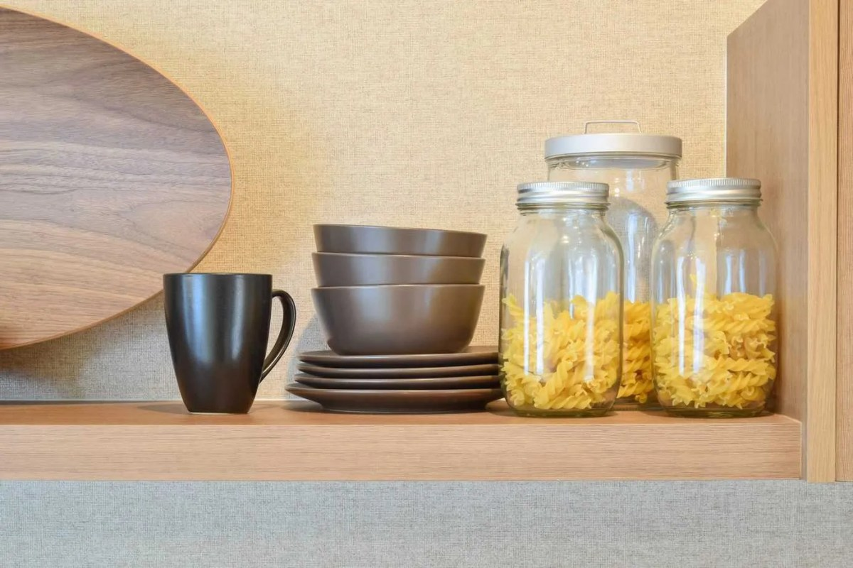 Living on a budget and eating healthy is tough, especially with a family. Check out these 5 healthy pantry must-haves to help you stretch your budget.