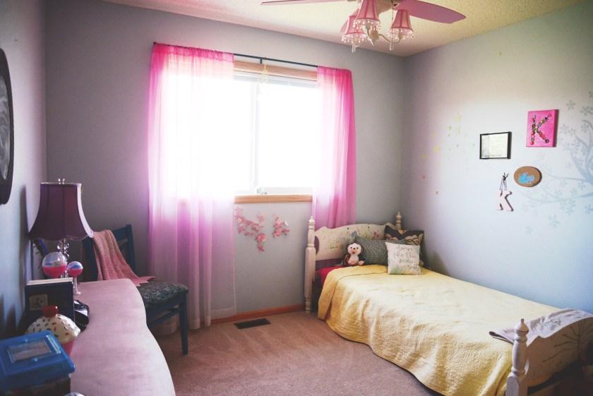 Annie Sloan, DIY, modern bedroom, minimalist kids bedroom, minimalist bedroom, modern minimalist bedroom, diy minimalist bedroom, diy chalk paint, diy paint, diy annie sloan,