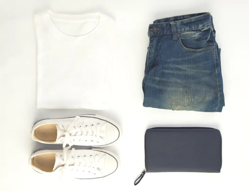 Did you know learning to dress like a minimalist can also help you have more moeny in your life? Checkout these 10 tips to help you dress like a minimalist.