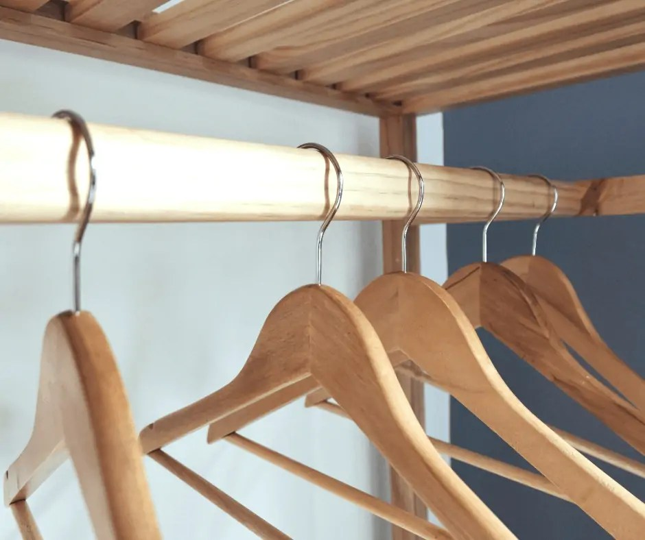 customized-minimalist-wardrobe