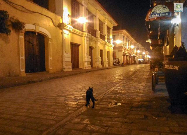 Calle Crisologo at night