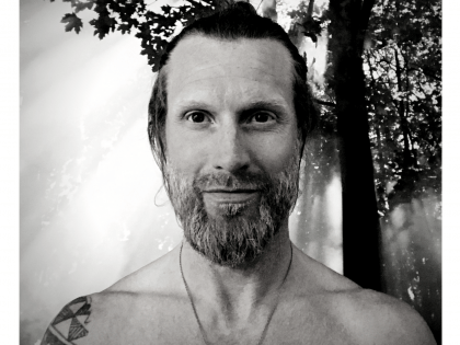 E11 – Tony Riddle on Rewilding, Wellbeing & Health // Ancestral health is modern wealth