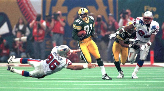 SUPER BOWL XXXI GREEN BAY 35, NEW ENGLAND 21 Jan. 26, 1997 at New Orleans P-C file photo for 10th Anniversary of Green Bay Packers Super Bowl Victory Howard run back during second half action Photo by Dan Powers