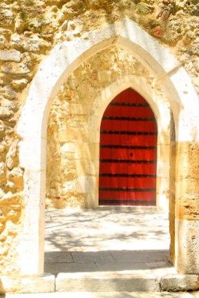 Lisbon architecture - archway at the castle: Castelo de Sao Jorge