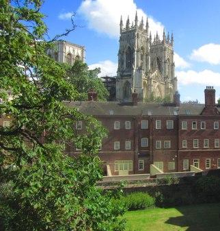 York city walls walk - York Minster
