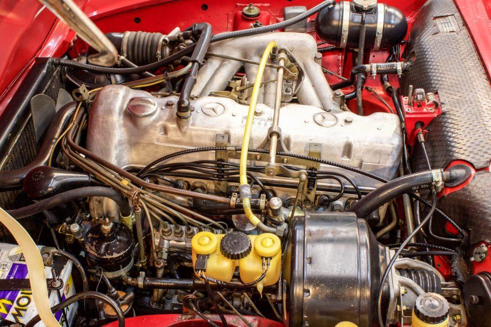 1970 Mercecdes Benz 280 SL engine