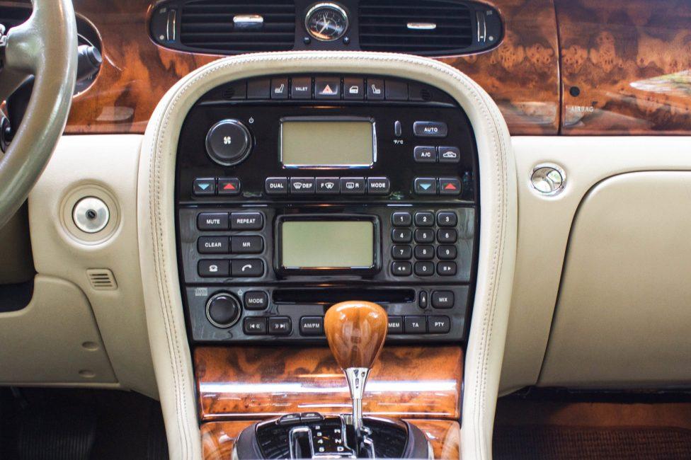 aparelho de som do jaguar xj8 supercharger 2004