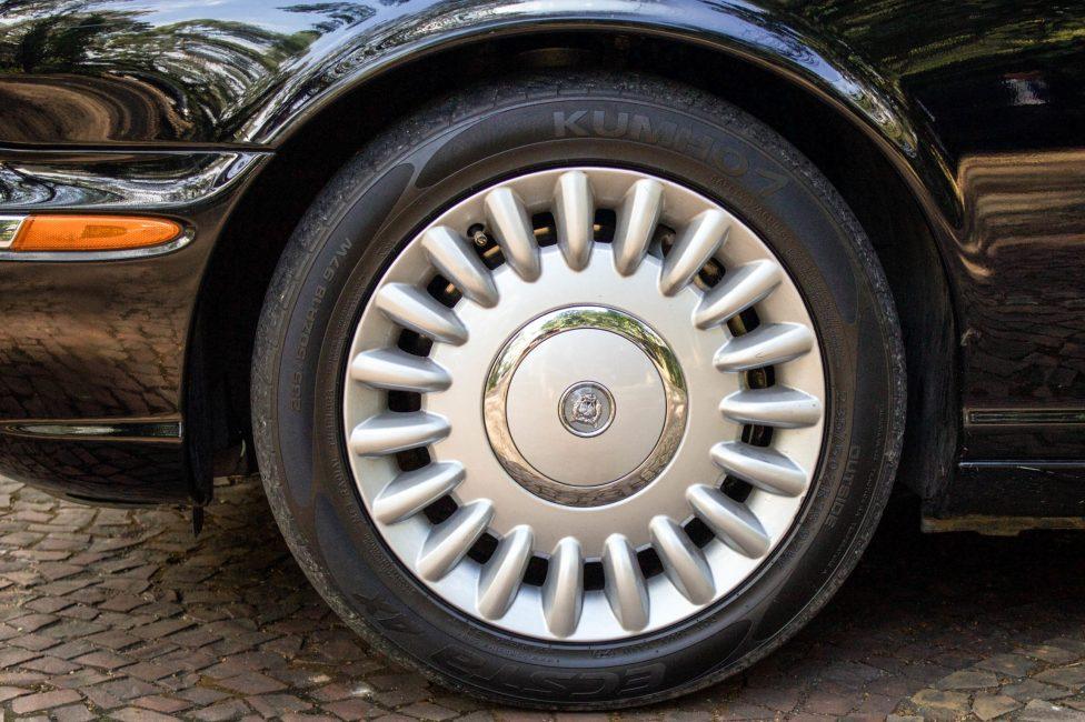 Roda Jaguar XJ8 Supercharger 2004