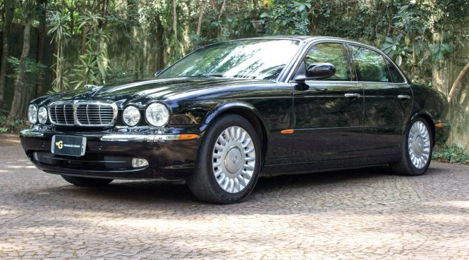 2004 Jaguar XJ8 com Supercharger preto blindado