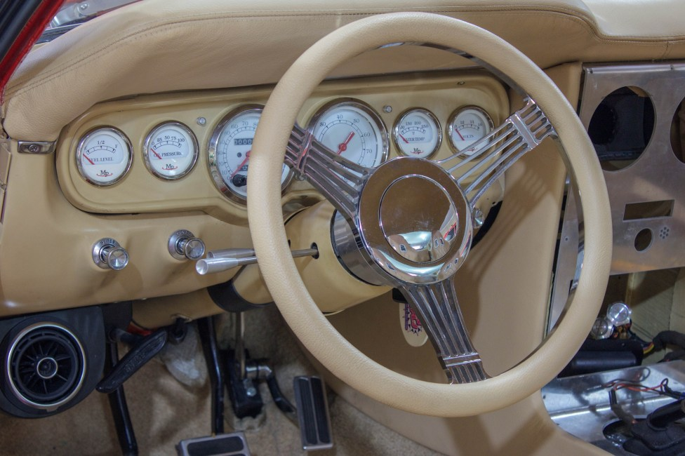 1965 Ford Mustang Fastback interior com bancos concha Sparco