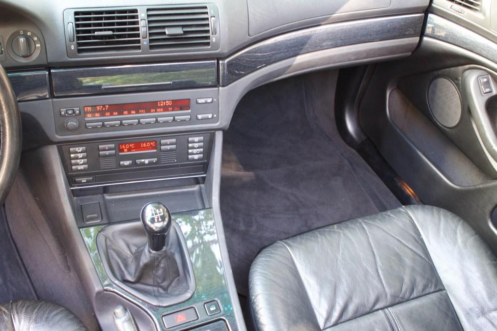 BMW-528i-E39-painel