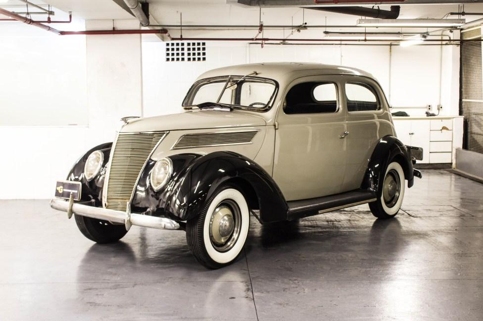 1937 Ford Deluxe Tudor a venda