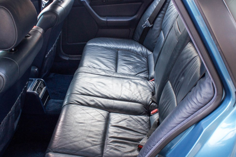 1993-BMW-525i-touring-rear-seat
