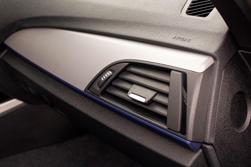 2013-BMW-M135i-a-venda-the-garage-painel-acabamento