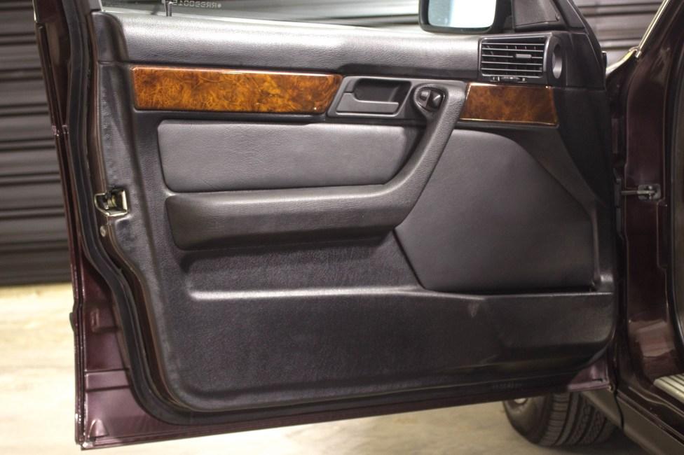 1994-BMW-540i-E34-the-garage-carros-antigos-capa-de-porta