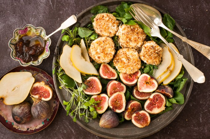 Fig, Pear, Arugula, and Goat Cheese Salad