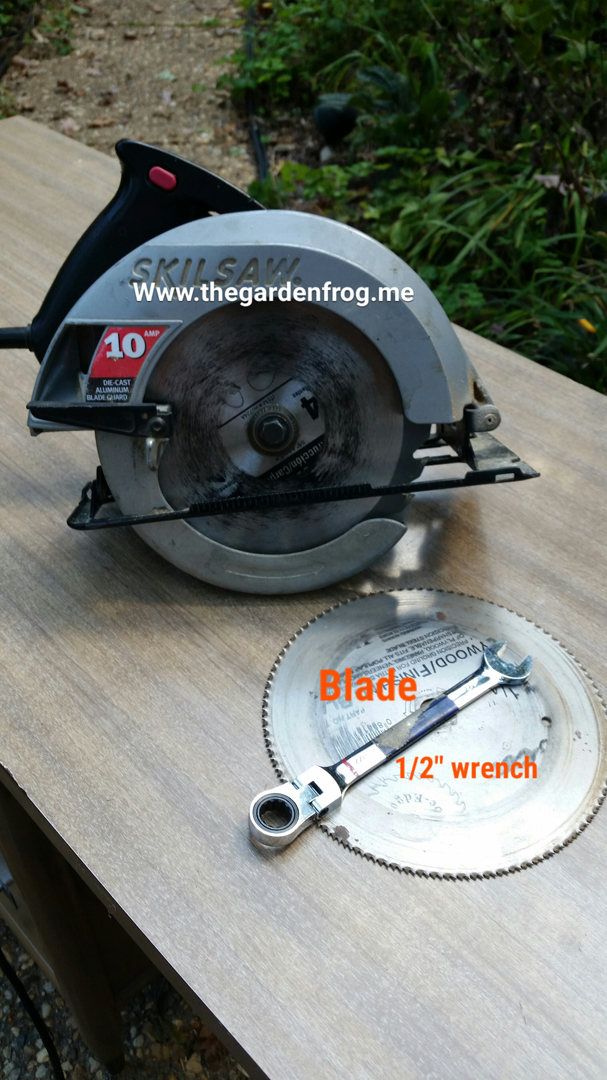 How to change a circular saw blade the garden frog boutique grab a 12 or correct size wrench a 24 or other piece of wood if you do not want to scratch your workbench new blade circular saw and unplug or greentooth