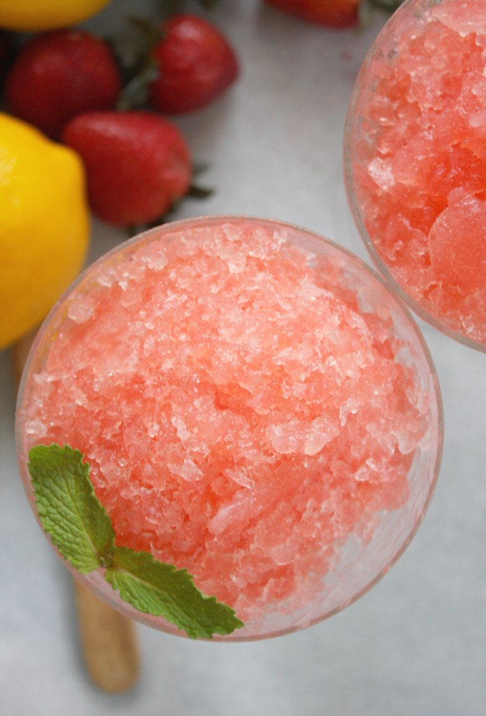 Frozen Strawberry Lemonade -- TheGarlicDiaries.com