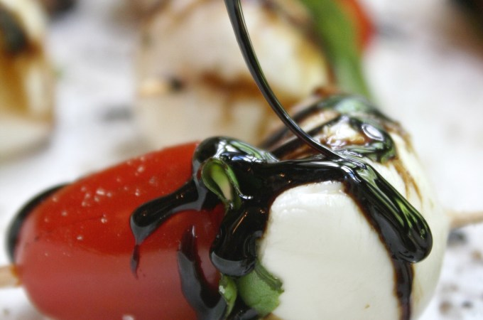 Caprese Salad Bites with Garlic Balsamic Reduction