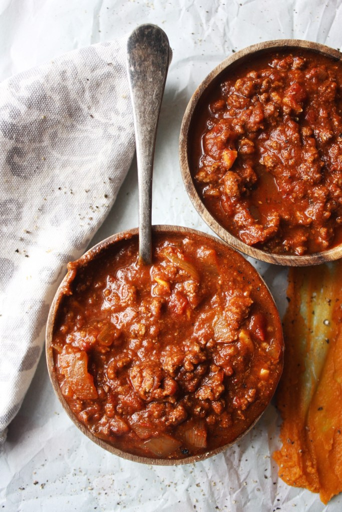 Pumpkin Chili - The pumpkin gives this chili such a rich, silky texture - it's the perfect warm, comforting fall dish! -- TheGarlicDiaries.com