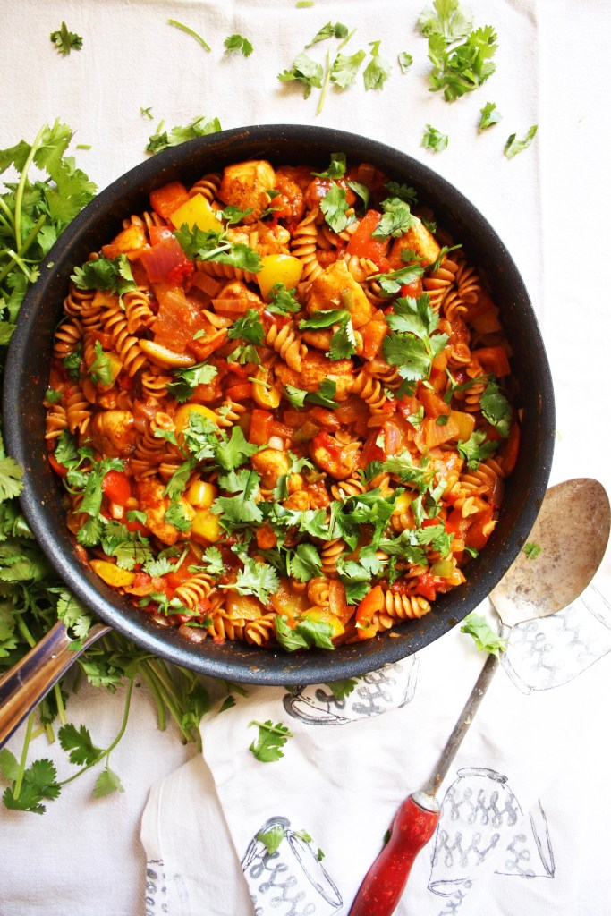 One Pot Mexican Pasta Skillet - Super easy, super quick, and packed with delicious Mexican flavor! The perfect healthy meal for a busy weeknight - TheGarlicDiaries.com