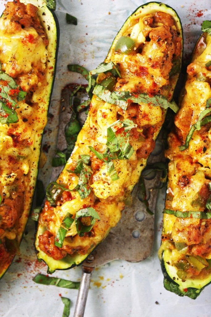 Cheddar and Sausage Stuffed Zucchini Boats [21 Day Fix friendly] - These delicious stuffed zucchini pack SO much flavor. They are sure to become a family favorite! Gluten free - TheGarlicDiaries.com