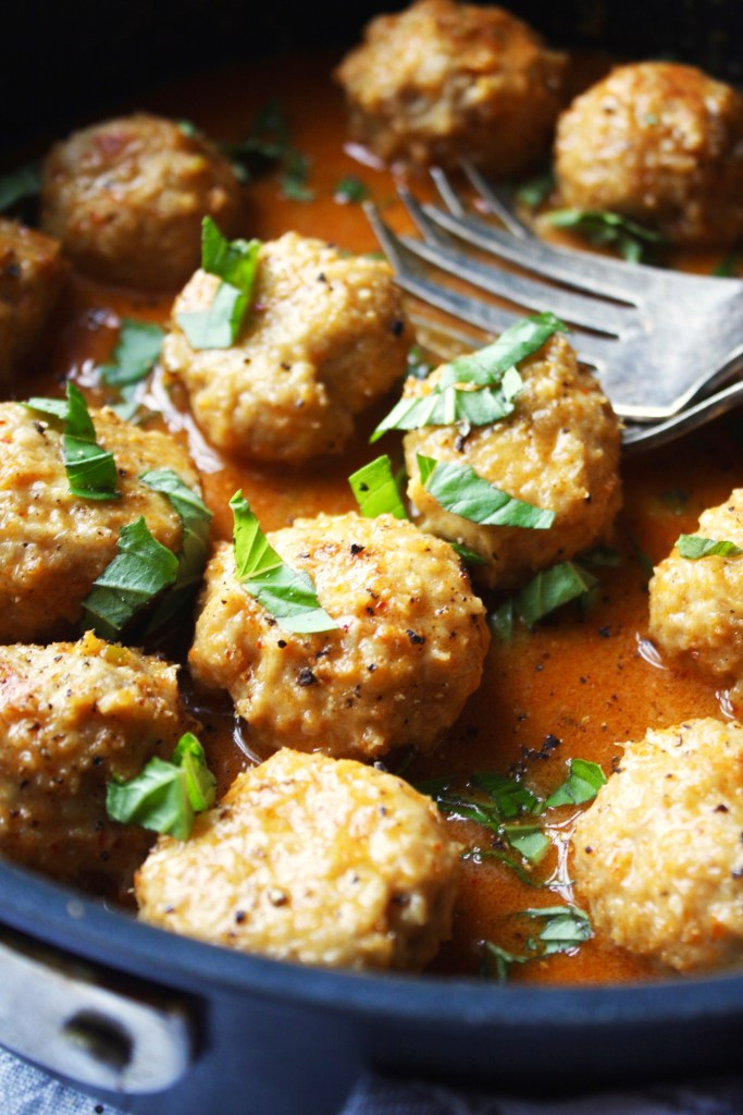 Chicken Meatballs with Thai Coconut Curry Sauce [21 Day Fix friendly] - These perfectly juicy meatballs are absolutely unbelievable when coated in delicious and easy Thai coconut curry sauce! It's a new fave in my house. #21dayfix TheGarlicDiaries.com