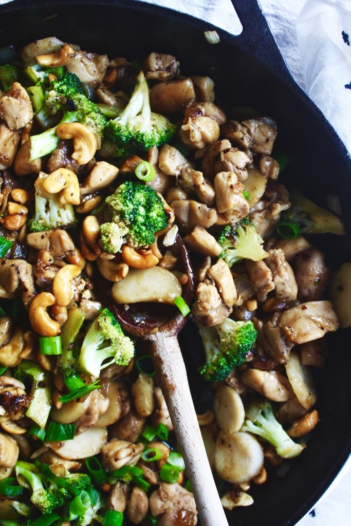 Whole 30 Cashew Chicken - This is SO much better than takeout (not to mention a million times healthier), but it has all those classic flavors you love so much! TheGarlicDiaries.com