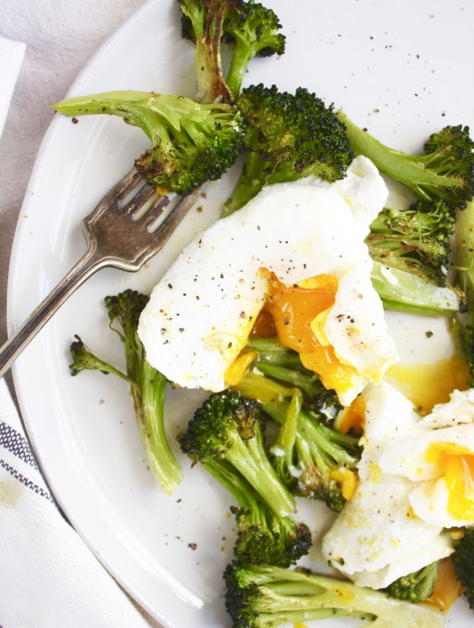 Poached Eggs and Roasted Broccoli with Lemon Vinaigrette - This is such a quick and easy dinner, but it feels so luxurious and fancy! So good! TheGarlicDiaries.com