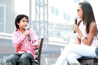 Noah Gray-Cabey and Dania Ramirez